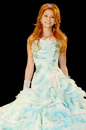 ドレス姿の香里奈